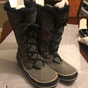 Sorel boot size 9.5.